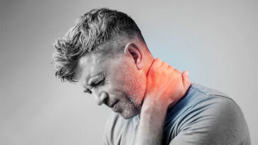 The One Thing You're Doing Every Day That's Hurting Your Neck