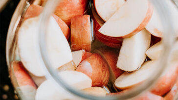 9 Neglected Benefits of Fruit Vinegar and How to Make It