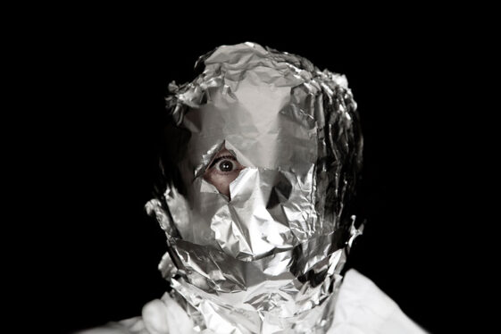 Here Are A Few Reasons To Put Aluminum Foil On Your Face