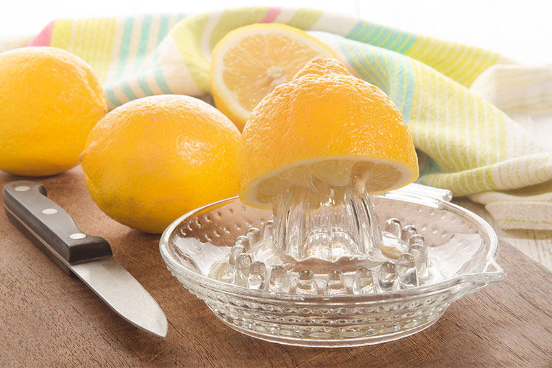 9 Ways to Flush Away Toxins with Lemons