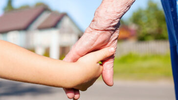 7 Scientifically-Backed Benefits to Grandmas and Grandpas